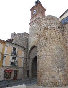 Puerta de la Villa de la muralla adnamantina